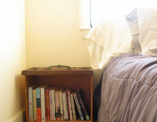 Design: bookshelf/nightstand